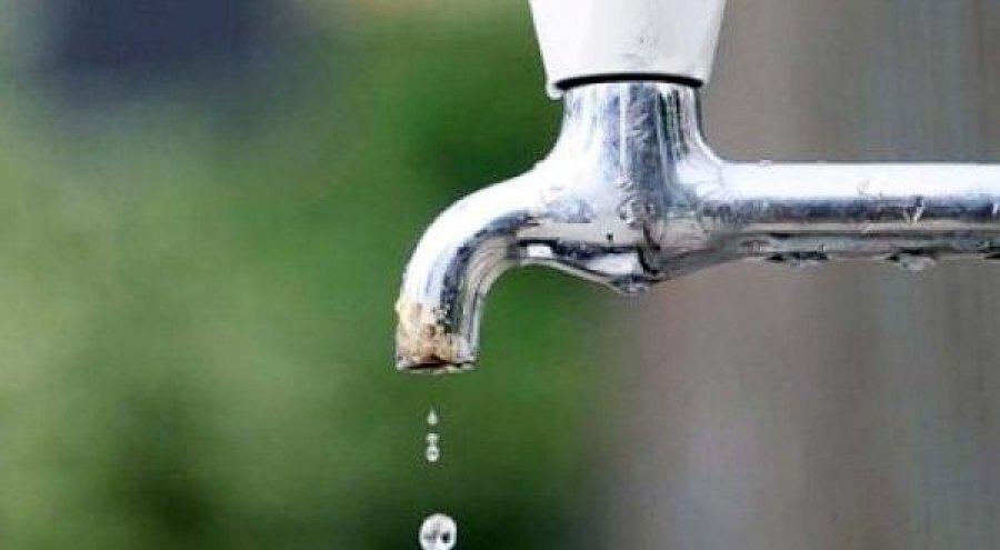E FUNDIT/ Çfarë po konsumojnë shqiptarët?! 50 qytetarë helmohen nga uji i pijshëm