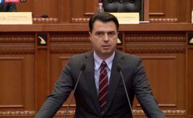 Basha shqetësohet në Kuvend dhe u hakërrehet gardës: Keni ndonjë problem?! (VIDEO)