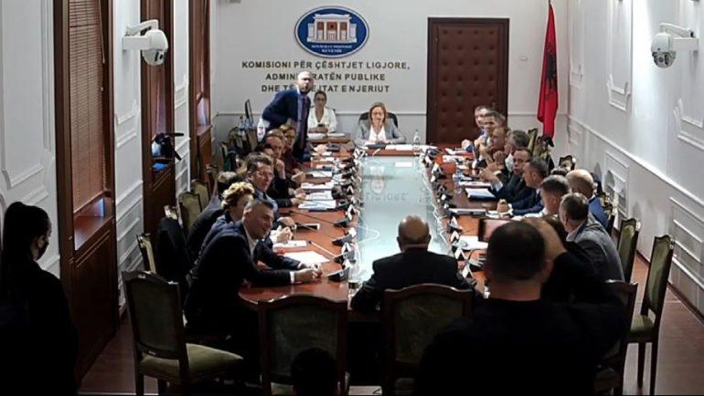 """Debate të forta te """"Ligjet"""", Bejtja: Ke vrarë një njeri në Elbasan! Bardhi: Ik more hajdut"""