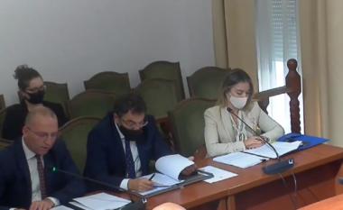 Çuçi vë maskë me logon e PS në mbledhjen e Komisionit të Sigurisë, Salianji: Provokim