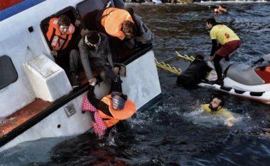 Bllokohen 128 emigrantë në Mesdheun Qëndror, përmbyset varka! Edhe fëmijë të zhdukur