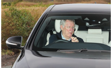 """Man United i """"tromaksur"""" pas humbjes ndaj Liverpool, Ferguson vendos t'i vizitojë në stërvitje"""