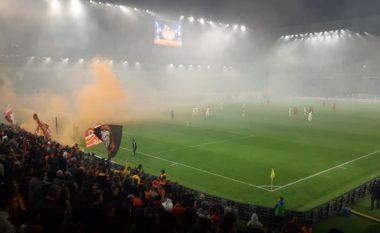 Shënon Tirana me penallti, mbyllet pjesa e parë 1-0 (VIDEO)