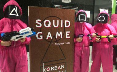 """""""Squid Game"""" edhe në jetën reale, disa njerëz në botë po luajnë lojrat e serialit më të famshëm (FOTO LAJM)"""