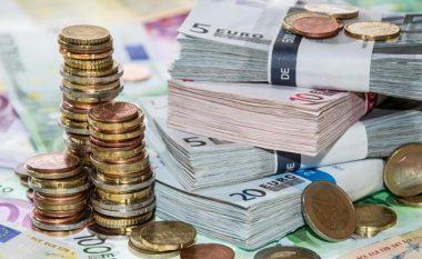 Rritet lehtë euro dhe dollari, ky është këmbimi valutor për ditën e sotme (FOTO LAJM)