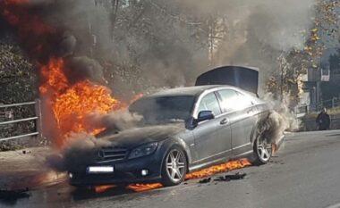 Shpërthen në flakë makina në autostradën Tiranë-Durrës