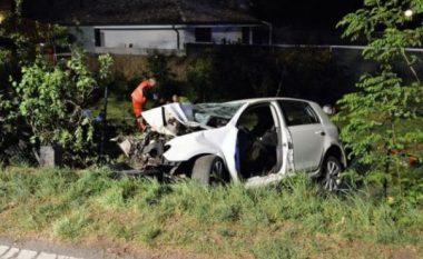 Makina del nga rruga në Fushë-Krujë, lëndohen babë e bijë