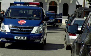 Dhunoi dhe shtrëngoi babain për t'i marrë para, policia prangos 26-vjeçarin në Malësi të Madhe