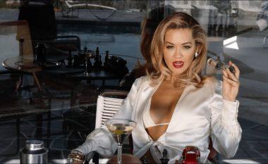 """""""Të gjithë sytë nga Rita Ora"""", me fustan lëkure dhe gjoksin të ekspozuar këngëtarja nuk i lë vend imagjinatës (FOTO LAJM)"""