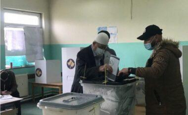 Hashim Thaçi në Hagë, prindërit e tij votojnë në Burojë