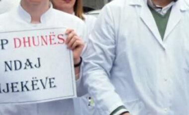 Rrahu mjekët gjatë detyrës, prangoset një 26 vjeçar në Vlorë