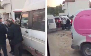 Aksident i rëndë në Prishtinë, përplasen dy minibusë (VIDEO)