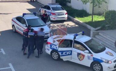 Plagosi me armë një person, arrestohet 24-vjeçari në Durrës