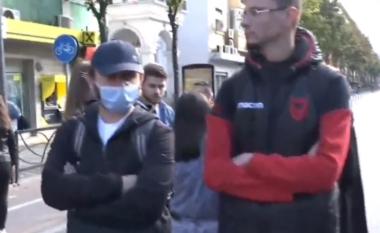 Studentët bllokojnë rrugën e Durrësit! Protestë përballë Ministrisë së Arsimit