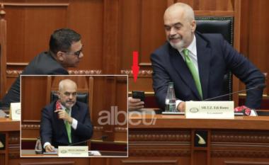 Momente speciale nga Kuvendi! Rama habitet nga ajo që i tregon Ahmetaj në telefon (FOTO LAJM)