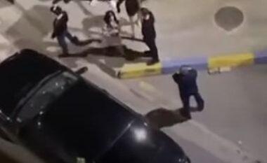 Karrige dhe grushta kokës, 3 shqiptarë rrahin 6 arabë në Gjermani (VIDEO)