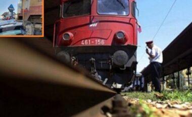 Treni përplas një makinë në Kosovë, plagosen 6 persona