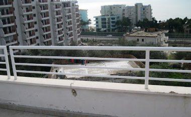 Burri rreh gruan në Tiranë, nga frika ajo hidhet nga ballkoni