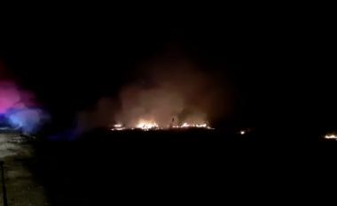E FUNDIT/ Zjarr masiv në Moravë, rrezikohen serat dhe banesat (VIDEO)