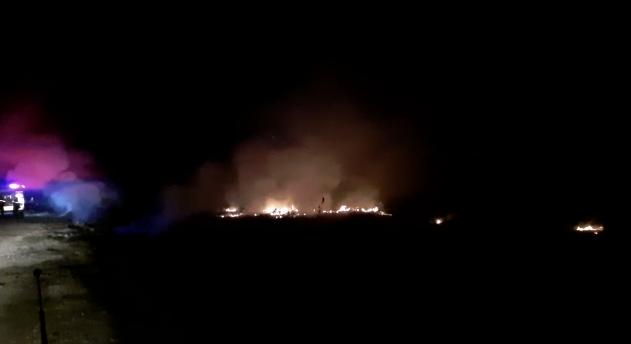 Zjarr masiv në Moravë, rrezikohen serat dhe banesat (VIDEO)