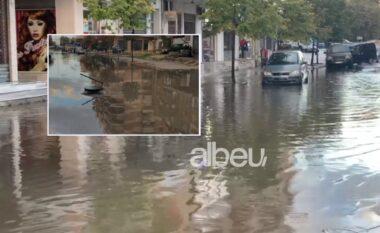Reshjet e shiut përmbysin rrugët e Vlorës (VIDEO)